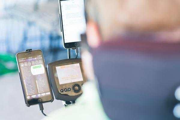 4 ways Quadriplegics can use an iPad/iPhone | tecla