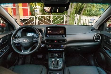 Toyota Yaris Cross hybride vs Hyundai Kona : l'avenir des SUV - Salon Caradisiac Electrique/hybride 2021